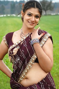 navel in Saree